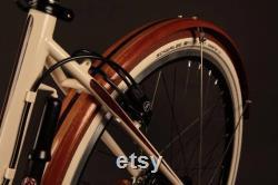 Ailes de vélo faites à la main à partir de bois de Sapele, Wenge, et cerise. Les fenders sont livrés avec du matériel de montage en acier inoxydable.