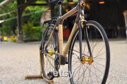 BAMBUS-FAHRRAD fait à la main avec du bambou local