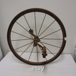 Le pneu de roue antique de bicyclette unicyle parle la roue avant avec le cycle vintage de pédales