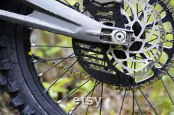 Sur Ron Rear Shark Fin Style Disc Guard Rouge CNC 6061 aluminium Direct Bolt On Nouveau Made In USA Pour Sur-Ron Electric Bike